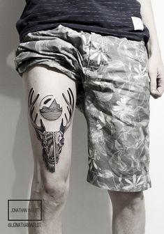 Com um estilo único, o tatuador Jonathan Weldt mistura pontilhismo com linhas perfeitas e simetrias incríveis em tinta preta na pele. Confira seu trabalho!