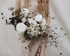 Unique take on a white bouquet for weddings! #weddingflowers #utahwedding #utahbride