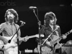 January 1969 - A frustrated George Harrison quits The Beatles. John Lennon suggests getting Eric Clapton as Harrison's replacement. Harrison returns less than a week later. Beatles Songs, The Beatles, Beatles Photos, Eric Clapton, George Harrison, Rock N Roll, Concert For Bangladesh, Trailer Peliculas, Joe Strummer