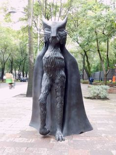 Gato de la noche, 2010. #arteurbano, #arte, #escultura, #cultura, #surrealismo, #cdmx, #caminandopciudad,