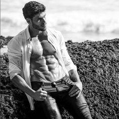 Alex should ALWAYS walk around with his shirt open.  MORE PHOTOS - www.DNAmagazine.com.au  #InstaStud #Muscle #Igers  DNA Insta-Stud | @alexboyvin (IMAGE SOURCE: Instagram)