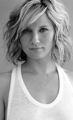 10 More Chic Wavy Bob Haircuts: #8. Jennifer Nettles Wavy lob with side-swept bang