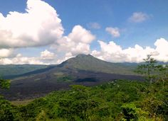 How do I get to Mount Batur? We would say that hiking the mountain to witness the sunrise is worth every effort you give. Still, you need to prepare yourself because the hike requires adequate ener… Bali Travel Guide, Hiking Quotes, Travel Checklist, How Do I Get, Ubud, Oahu, Nice View, Places To Visit, Tours