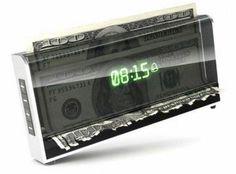起きないとお札が粉々になる目覚まし時計