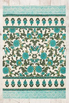 Floral 4x6 Rug in Blue - Urban Outfitters