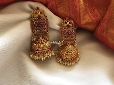 13 Unique Jhumka Designs You Can't Afford To Miss! 13 Unique Jhumka Designs You Can't Afford To Miss! Gold Jhumka Earrings, Indian Jewelry Earrings, Jewelry Design Earrings, Gold Earrings Designs, Gold Jewelry, Antique Earrings, Jewellery Bracelets, Fancy Earrings, Gold Designs