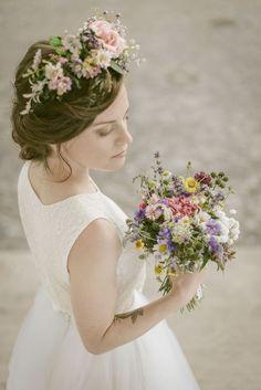 wedding bouquet kytica z poľných kvetov Wedding Bouquets, Lace Wedding, Wedding Dresses, Girls Dresses, Flower Girl Dresses, Flowers, Fashion, Bride Dresses, Dresses Of Girls