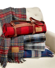 Classic comfort. Wrap yourself in the pure luxury and warmth of this throw from Pendleton, featuring plush wool fabric and your choice of plaids. Each motor robe throw comes with a convenient leather