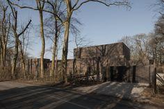 DD Residence, Waregem, by Vincent Van Duysen Vincent Van Duysen, School Architecture, Antwerp, Belgium, Exterior, Cabin, House Styles, Plants, Pictures