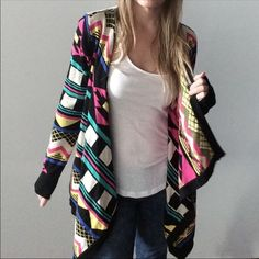 Like new colorful cardigan! Flying Tomato cardigan. In perfect condition! Size small. I literally wore maybe 2 times. Flying Tomato Sweaters Cardigans