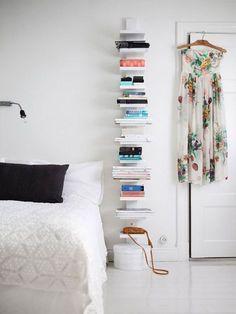 vertical bookshelf in the bedroom (via Elle Deco Sweden - Foto:. (my ideal home. Decoration Bedroom, Diy Home Decor, Elle Decor, Vertical Bookshelf, Simple Bookshelf, Modern Bookcase, Tall Skinny Bookshelf, Tall Bookshelves, Home Design