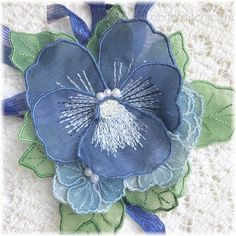 Made in the hoop silk organza flowers by A Bit of Stitch. Sweet bouquet for your lapel! Free Machine Embroidery Designs, Embroidery Applique, Embroidery Stitches, Embroidery Patterns, Organza Flowers, Lace Flowers, Silk Organza, Lace Beadwork, Making Fabric Flowers