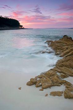 Rocas en la playa de Figueiras  Islas  Cies
