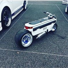 Compact scooter by Honda.you can even take it to your flat! Motorcycle Design, Motorcycle Bike, Bike Design, Custom Motorcycles, Custom Bikes, Cars And Motorcycles, Scooter Bike, Bicycle, Scooter Custom