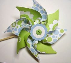 I made pinwheels like this for wedding decorations, then they just ended up getting left in the car ^_^ Oops! But they are really easy to make and the look beautiful! I'm sure I'll have occasion to (Diy Paper Pinwheels) Diy Craft Projects, Craft Tutorials, Crafts For Kids, Projects To Try, Arts And Crafts, Diy Crafts, Craft Ideas, Pinwheel Tutorial, Diy Pinwheel