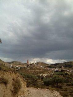 Para hoy jueves os dejo otra foto de nuestro pueblo Las tormentas de estos días han traído el fresco a nuestro pueblo 10º