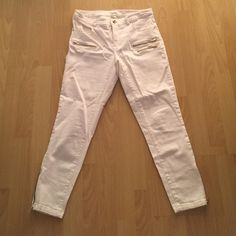 H&M crop motorcycle jeans Cropped jeans with gold zippers jeans from H&M. Beautiful pair. Worn once. Fits like a glove H&M Jeans Ankle & Cropped