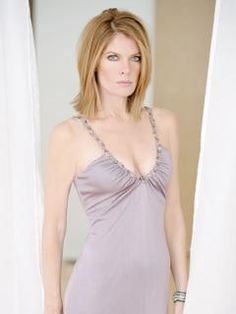 Michelle Stafford Gorgeous Women, Beautiful People, Michelle Stafford, Shoulder Length Hair, Bob Cut, Sexy Women, Hair Beauty, Actresses, Lady