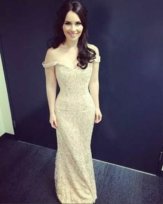 Mairéad Carlin of Celtic Woman vocal group in Alex's Dress Celtic Women, Irish Singers, Celtic Music, Celtic Thunder, Goddess Hairstyles, Irish Celtic, Beautiful Voice, Old Women, Formal Dresses
