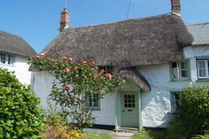 The Hermitage, Crantock. A Grade II listed thatched cottage. Old Cottage, Cottage Homes, Cottage Gardens, English Country Cottages, English Countryside, Holiday Cottages Uk, Cornwall Cottages, Sustainable Architecture, Residential Architecture
