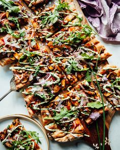Jun 2019 - BBQ mushroom flatbread with chive cream and homemade spelt dough is a hearty, comforting, and still elegant main or appetizer. Flatbread Pizza, Flatbread Toppings, Vegan Flatbreads, Healthy Food Blogs, Healthy Eating Tips, Whole Food Recipes, Healthy Recipes, Pizza Recipes, Vegan Bbq Recipes