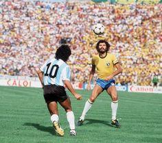 Best Football Players, Football Art, Nike Football, Kids Soccer, Soccer Stars, Socrates, Brazil Vs Argentina, Diego Armando, Legends Football