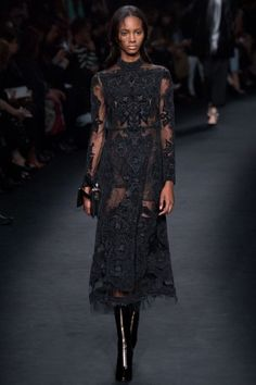 черное вечернее платье от Valentino осень-зима 2015-2016