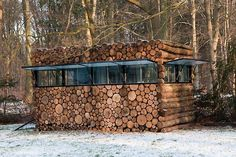 The Log House is located in The Netherlands, Hilversum, and it was built in order to house a music-study environment for music-entertainer Hans Liberg. Designed by Piet Hein Eek.