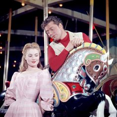 Carousel 1956 stars Gordon MacRae and Shirley Jones
