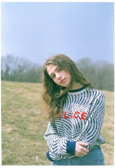 meet clairo, the girl who became a pop star from her bedroom - Estilo Indie, Rock Posters, Indie Music, My Music, Music Wall, Pretty People, Beautiful People, Pop Lyrics, Indie Girl