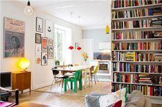 estantes infinitos con muchos libros