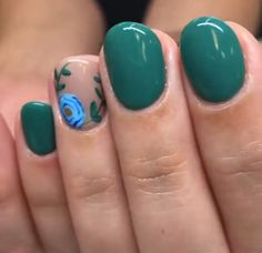 Nail designs or nail art is an extremely simple concept - patterns or art currently in use to spruce up the finger or toenails. They are used mainly to better a fancy dress or add light to a day to day look. Fancy Nails, Cute Nails, Pretty Nails, Hair And Nails, My Nails, Emerald Nails, Chrome Nails, Nagel Gel, Fabulous Nails