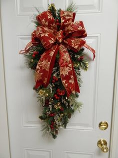 Front Door Christmas Decorations, Christmas Front Doors, Christmas Lanterns, Christmas Swags, Holiday Wreaths, Christmas Crafts, Christmas Flower Arrangements, Christmas Paintings, Xmas Ornaments
