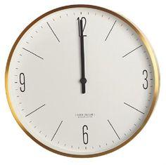 Flot enkelt vægur Couture Clock fra House Doctor. Væguret er med guld kant og hvid baggrund. Passer både i stue, entre og køkken.  Mål: Dia 30 cm Farve: Guld (dæmpet gul  -kobber tonet) Materiale: Aluminium Bruger 1 stk AA batteri