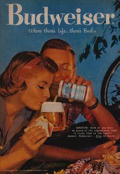 De caundo beber cerveza era en pareja. Ahora es con los amigos: Poker.