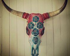 Handgeschilderde steer schedels. Prachtige op door SOPHIESORELLA