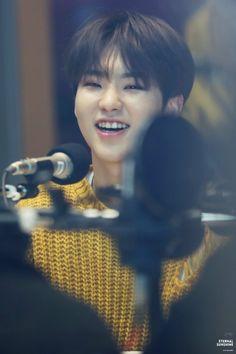 My heart is melting. Hoshi Seventeen, Seventeen Debut, Woozi, Jeonghan, Star In Japanese, Nct, Choi Hansol, Won Woo, Seventeen Wallpapers