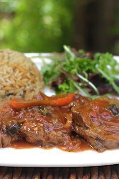 Lengua en Salsa www. Real Mexican Food, Mexican Food Recipes, Beef Recipes, Cooking Recipes, Healthy Recipes, Colombian Cuisine, Colombian Recipes, Bolivian Food, Nicaraguan Food