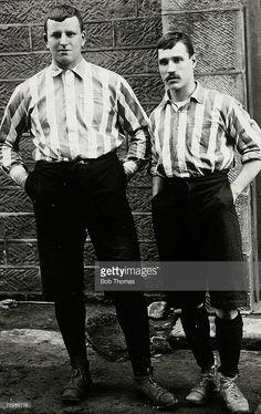Goalkeeper Billy Foulke, left, and N,Bennett, part of the Sheffield United English Cup winning team of 1899 Best Football Team, School Football, Football Kits, Football Cards, Football Players, Sheffield United Fc, English Cup, Bramall Lane, Fa Cup Final