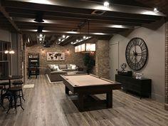 La taverna moderna è uno spazio tutto da dedicare al comfort e al relax, al convivio e al divertimento: ecco 50 idee di design