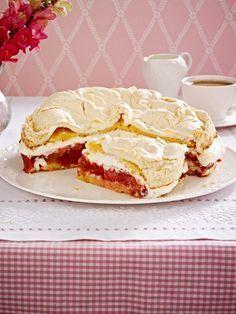 Erdbeer-Rhabarber-Torte mit Baiser