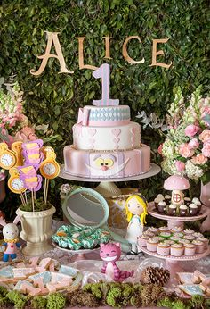 "Festa infantil com tema ""Alice no País das Maravilhas"" - Constance Zahn 