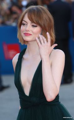 a huge emma stone fan. Beautiful Celebrities, Beautiful Actresses, Gorgeous Women, Actress Emma Stone, Non Plus Ultra, Actrices Sexy, Anti Ride, Actrices Hollywood, Grunge Hair