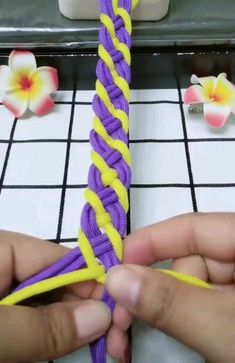 Prepare for summer with this easy friendship bracelets DIY jewelry tutorial. You can make this Four Color Chevron Friendship Bracelet for Paracord Knots, Paracord Bracelets, Macrame Tutorial, Bracelet Tutorial, Diy Friendship Bracelets Easy, Handmade Bracelets, Diy Jewelry Tutorials, Paracord Projects, Bracelet Crafts