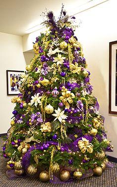 Lakers Christmas Tree Black Christmas Tree Decorations, Purple Christmas Tree, Peacock Christmas, Christmas Tree Design, Beautiful Christmas Trees, Xmas Tree, Christmas Holidays, White Christmas, Christmas Wonderland