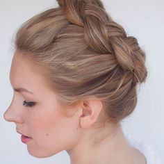 New braid tutorial - the high braided crown hairstyle - Hair Romance - Hair Styles Cool Easy Hairstyles, Braided Crown Hairstyles, Box Braids Hairstyles, Pretty Hairstyles, Doll Hairstyles, Perfect Hairstyle, Updo Hairstyle, Braided Updo, Wedding Hairstyles