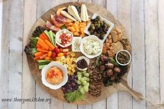 This is THE ultimate Mediterranean appetizer platter! It includes amazing spiced up cheeses like gouda and feta along with hummus, tapenade and bacon wrapped dates! It& perfect for your next dinner party. Party Platters, Food Platters, Cheese Platters, Cheese Table, Mediterranean Appetizers, Mediterranean Recipes, Mediterranean Platters, Antipasto Platter, Meze Platter