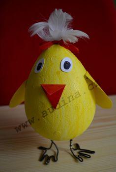 kuře z polystyrénového vajíčka Easter Activities, Parrot, Art For Kids, Crafts For Kids, Bird, Christmas Ornaments, Holiday Decor, Spring, Parrot Bird