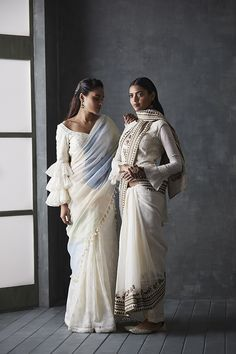 Look 17 sari Saree Draping Styles, Saree Styles, Indian Attire, Indian Wear, Indian Dresses, Indian Outfits, Saree Jackets, Modern Saree, Bollywood