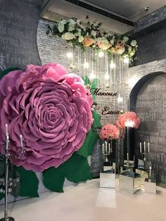 Pin by , Gabriela on DIY and crafts Big Paper Flowers, Paper Flower Backdrop, Giant Paper Flowers, Hanging Paper Flowers, Flower Decorations, Wedding Decorations, Backdrop Wedding, Party Kulissen, Creation Deco